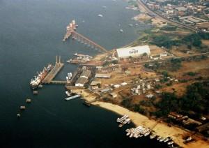 Vista aérea do Porto da Cargill e o de Santarém da CDP- Companhia Docas do Pará, na orla da cidade com o rio Tocantins. Santarém - Pará - Brasil 12/2004 ©Foto: Lilia Tandaya/ Interfoto