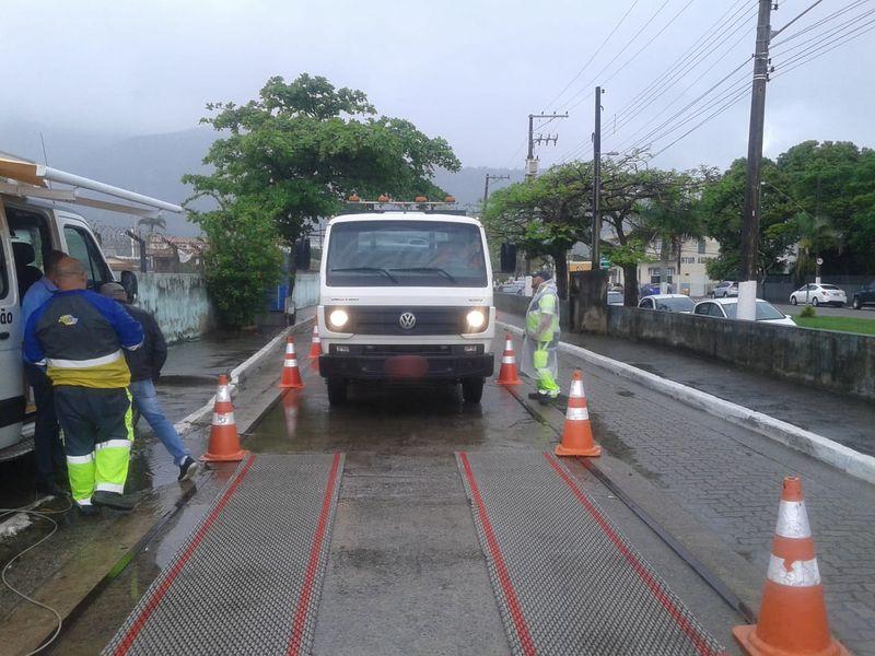 DERSA e DER iniciam pesagem de caminhões na travessia São Sebastião/Ilhabela