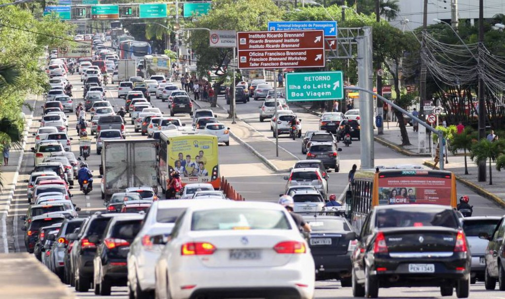 Onda de calor exige cuidados dos motoristas, alerta Detran.SP