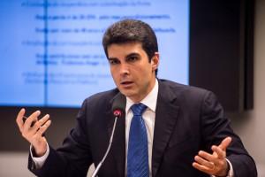 O ministro da Pesca e Aqüicultura, Helder Barbalho, fala na Comissão de Integração Nacional, Desenvolvimento Regional e Amazônia da Câmara, sobre as ações do ministério na região Norte (Marcelo Camargo/Agência Brasil)