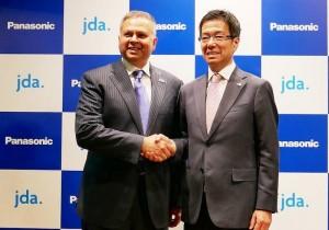 Da esquerda para a direita: Girish Rishi, CEO da Blue Yonder, e Yasuyuki Higuchi, CEO Panasonic Connected Solutions