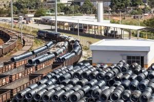 Santa Luzia_MG, 14 de maio de 2014  Corporativo / VLI  Producao de banco de imagens para a VLI, empresa de logistica que integra ferrovias, portos e terminais com ativos proprios e de terceiros.  Imagens produzidas na unidade mineira de Santa Luzia.  Foto: NIDIN SANCHES / Divulgacao
