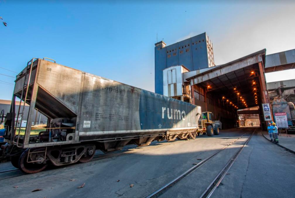 Rumo assina memorando de entendimento com o Grupo DP World para construção de nova estrutura logística no Porto de Santos